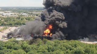 Evacúan a cientos de personas tras explosión en planta industrial de EE.UU.