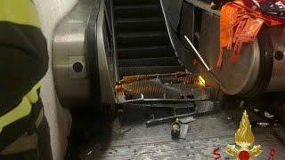Roma, cede una scala mobile della Metro: più di 20 feriti