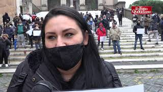 """""""Non vogliamo più vivere nei campi"""": la protesta delle famiglie rom in Campidoglio"""