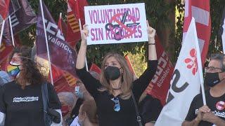 CAIXABANK Trabajadores y sindicatos protestan en Valencia contra el ERE de CaixaBank