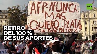 Deudores de Perú exigen retirar sus contribuciones a las pensiones