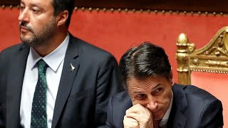 Conte renuncia e acusa Salvini
