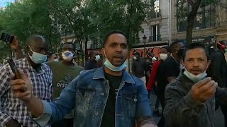 La policía dispersa una manifestación para pedir una regularización masiva de inmigrantes en Fr…