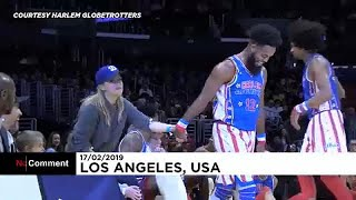 Reese Witherspoon dança no espetáculo dos Harlem Globetrotters