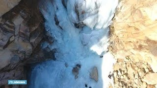 Bijzonder gezicht: waterval van 80 meter compleet bevroren  - RTL NIEUWS