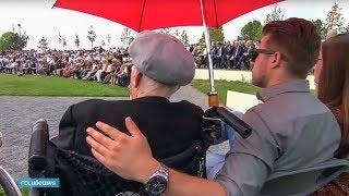 Tranen en knuffels: nabestaanden lezen namen MH17-slachtoffers voor - RTL NIEUWS