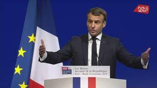 Macron « favorable » à « un changement constitutionnel » sur le financement des collectivités