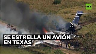 Se estrella y se incendia en Texas un avión con 21 personas a bordo y todas sobreviven