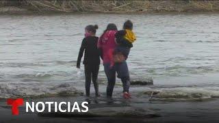 Interceptan a una madre y sus hijas cruzando el Río Bravo | Noticias Telemundo
