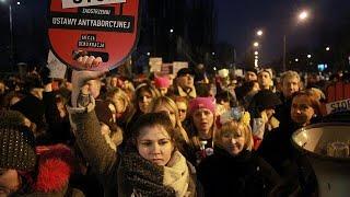 Les Polonaises résistent à une nouvelle loi anti-avortement