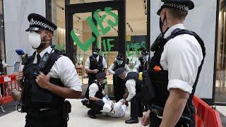 ROYAL DUTCH SHELLA 1 Festnahme bei Protesten vor Shell Zentrale