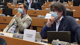 Puigdemont vuelve a Bruselas y confirma que declarará en persona en Cerdeña