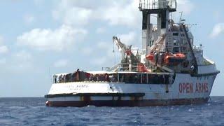 """Open Arms : l'équipage dénonce une situation """"explosive"""" à bord"""