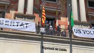 LLEIDA El nuevo presidente de la Diputación de Lleida preside la colocación de un lazo amarillo