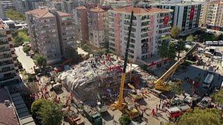 Equipos de rescate trabajan en Turquía para encontrar sobrevivientes del sismo