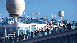 Coronavirus : des passagers du paquebot mis en quarantaine autorisés à débarquer