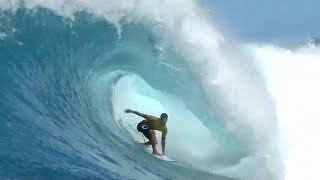 """Gabriel Medina faz história nos """"tubos"""" do Havai"""