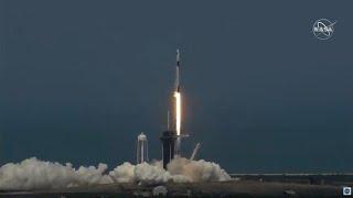 Le premier vol habité de SpaceX a décollé avec deux astronautes à son bord