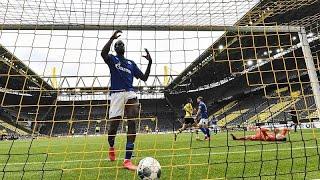 BORUSSIA DORTMUND Paliza del Borussia Dortmund al Shalke 04 en un estadio vacío