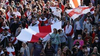 Biélorussie : des milliers de manifestants contre le pouvoir malgré la répression policière