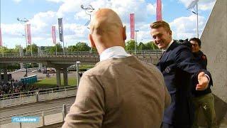 AJAX Zingen en dansen: Ajax-supporters vieren feest met Ten Hag en De Ligt - RTL NIEUWS