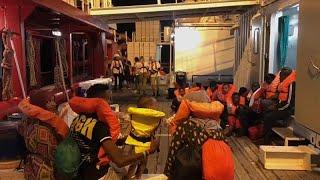 Sbarcati a Lampedusa gli 82 di Ocean Viking