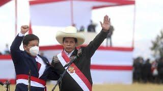 """Perù, la destra in piazza contro Castillo e Bellido: """"terroristi"""""""