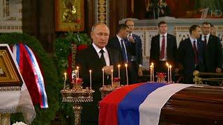 Владимир Путин в Храме Христа Спасителя простился с бывшим мэром Москвы Юрием Лужковым.