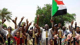 Militares e civis assinam acordo para transferência de poder no Sudão