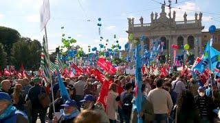 Decenas de miles de italianos responden a la extrema derecha
