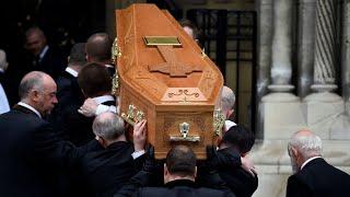 """Irlande du Nord : """"un message d'espoir"""" lors des funérailles de la journaliste tuée par balle"""