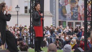 La candidata de Los Verdes alemanes se dirige a sus seguidores en Potsdam (V)