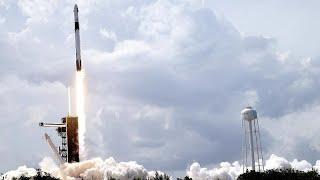 SpaceX pone en órbita a dos austronautas e inaugura la era de los vuelos espaciales comerciales