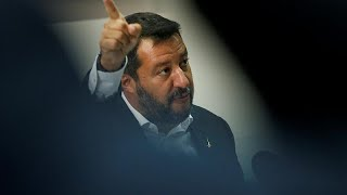 """Verão """"escaldante"""" para a política italiana"""