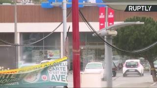 En direct depuis Trèbes au lendemain d'un attentat terroriste dans un supermarché