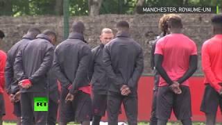 MANCHESTER UNITED La minute de silence observée par les joueurs de Manchester United